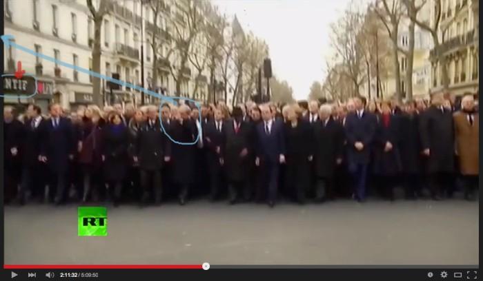 netanjau sautes. must be a nazi thing in some windoe because netanyau and poroshenko salute at the same spor