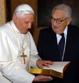 pope-with-kissinger
